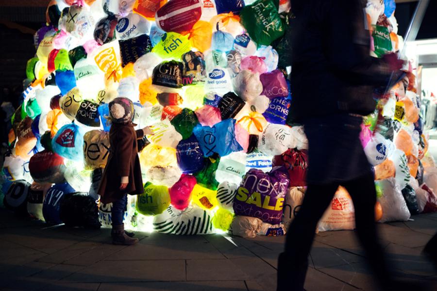 Arbol Navidad de bolsas de plástico zoom