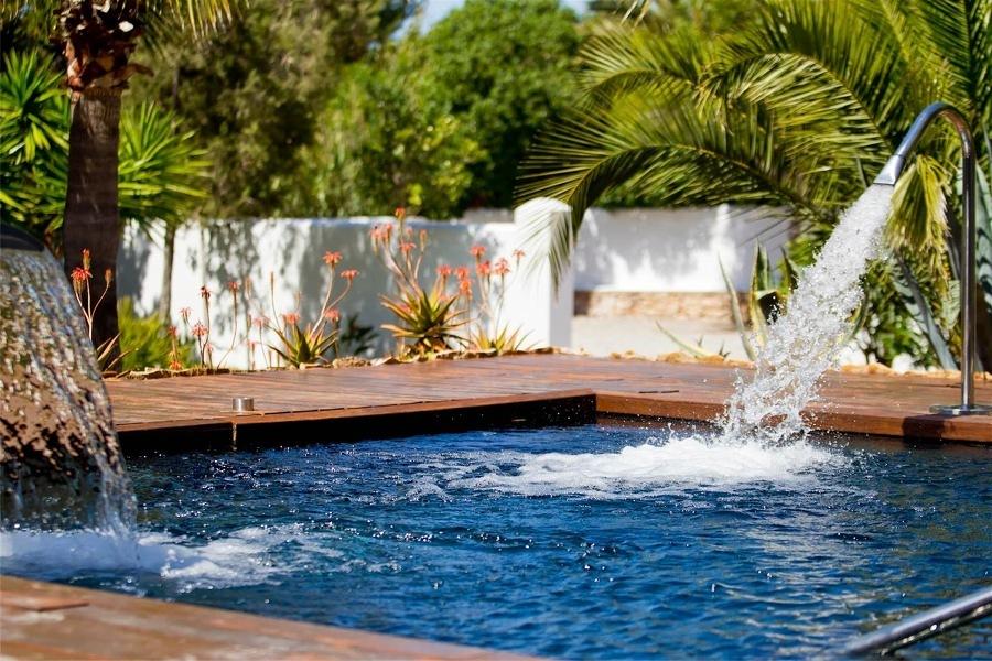 Alp jardineria servicios de jardineria barcelona 7 for Cascadas artificiales de agua para piscinas